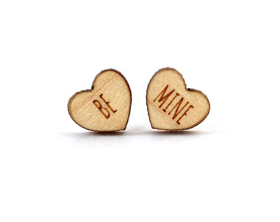 """Valentine's hearts studs with message """"Be mine"""" - mismatched earrings - lasercut maple wood - hypoallergenic surgical steel posts"""
