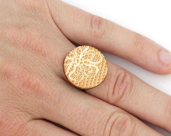 Disc ring with lace and flower pattern - wooden round ring - romantic ring - lasercut maple wood - retro floral jewelry - wedding jewellery