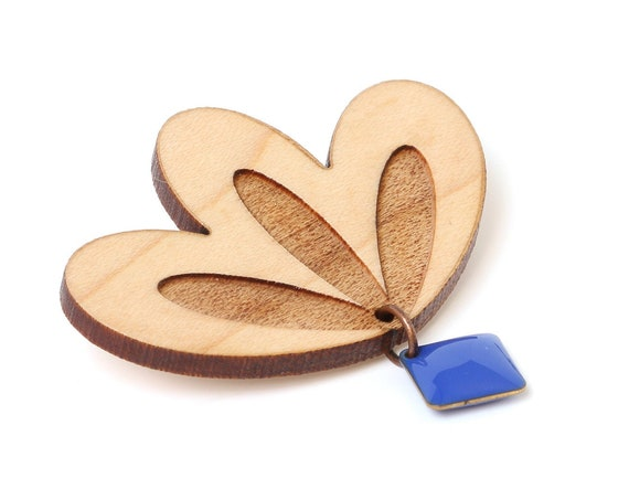 Graphic flower brooch in lasercut wood with square resin sequin - 9 different colors - wooden floral pin - fall jewelry - designer gift