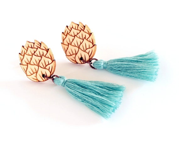 Hop flower stud earrings in lasercut wood - festival jewelry with cotton tassel - beer lover gift pompom - statement zythology brewery