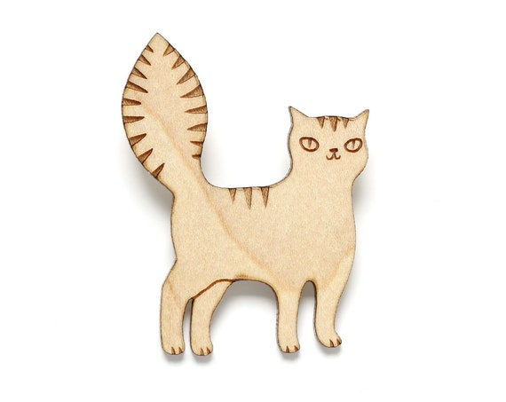 Mischievous cat brooch in maple wood - laser cut tomcat pin - cute feline accessory - kitten gift stray feral alley pussy cat