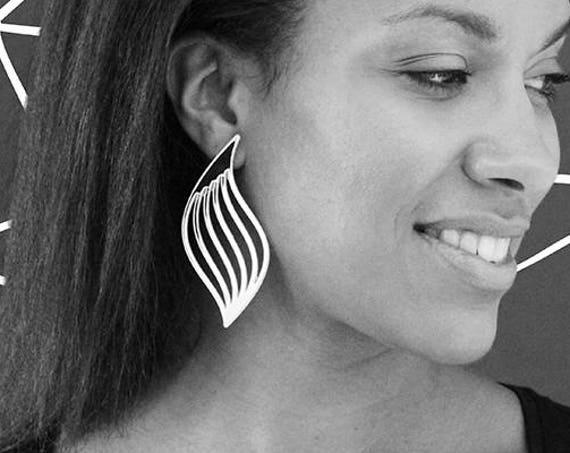 Earrings Mutation 03 - wave - silver mirror - statement jewellery - contemporary jewelry - minimalist - graphic - lasercutting - acrylic