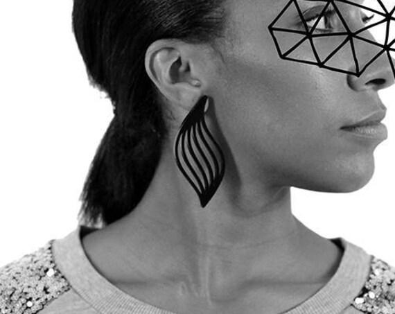 Earrings Mutation 03 - wave - black - statement jewellery - contemporary jewelry - minimalist - designer accessory - lasercutting - acrylic