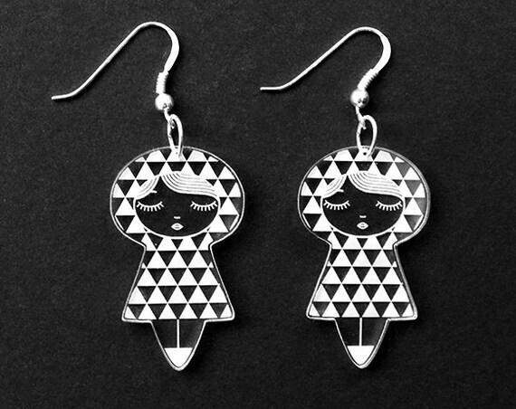 Uroko doll earrings - triangle dolls earrings - matriochka jewelry - kokeshi jewellery - sterling silver findings - lasercut clear acrylic