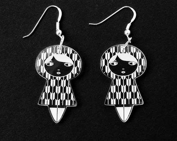 Yagasuri doll earrings - cute matriochka jewelry - kawaii kokeshi jewellery - sterling silver findings - lasercut clear acrylic - graphic