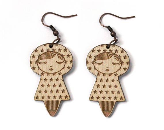Doll earrings with star pattern - matriochka earrings - lasercut maple wood - kokeshi jewelry - graphic jewellery - cute russian doll