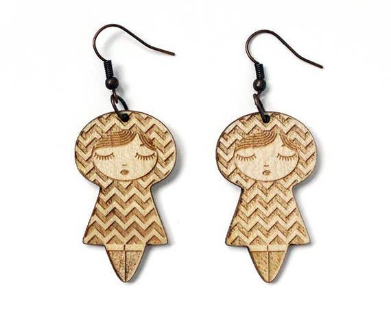 Doll earrings with chevron pattern - matriochka earrings - kokeshi jewelry - lasercut maple wood - graphic - cute and kawaii jewellery
