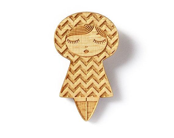 Wooden doll brooch with chevron pattern - matriochka jewelry - kokeshi jewellery - lasercut maple wood - graphic pin - kawai cute accessory