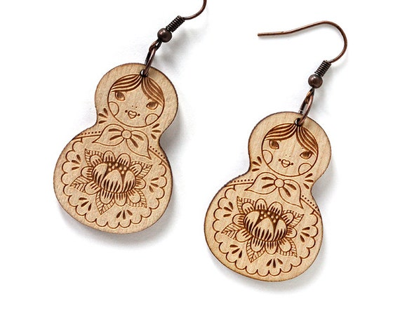 Matryoshkas earrings - lasercut maple wood - Matriochkas earrings - Russian doll kawaii jewelry - cute jewellery - lasercutting - Russia