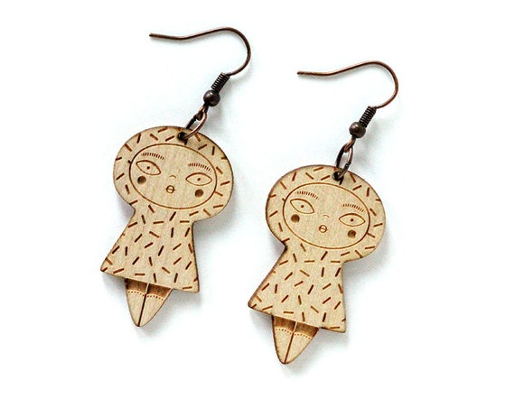 Dolls earrings with confetti - lasercut maple wood - graphic character earrings - kawaii jewelry - cute jewellery - lasercutting