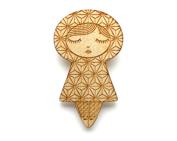 Wooden doll brooch with Asanoha pattern - kokeshi pin - Japanese jewelry - graphic matriochka - russian doll jewellery - lasercut maple wood