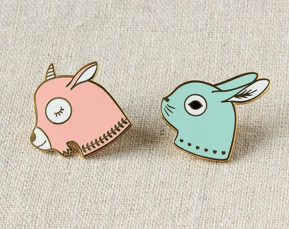 Set of two cute pins in gold metal and resin - baby pink goat and mint green rabbit - adorable animal jewelry - children gift - brooch