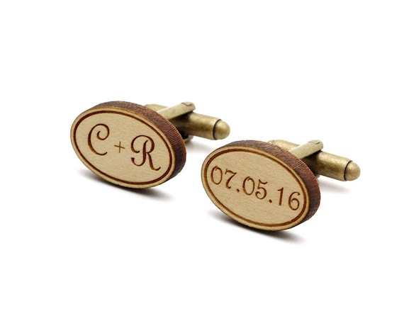 Custom cufflinks with initials and date in lasercut wood - Retro font - personalized wedding accessory - groom jewelry - bestman gift