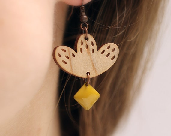 Graphic flower dangle earrings in lasercut wood with sequin - 9 different colors - wooden floral accessory - bold jewelry - designer gift