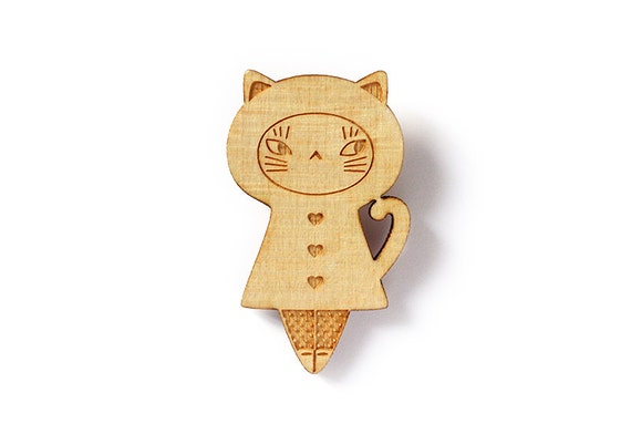 Wooden doll brooch - little cat pin - kitten accessory - matriochka jewelry - kokeshi - lasercut maple wood - cute kawaii