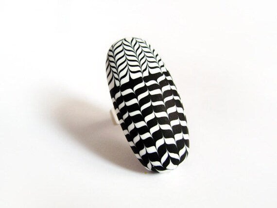 Graphic black and white ring - Striped pattern - Sterling silver and polymer clay - OOAK