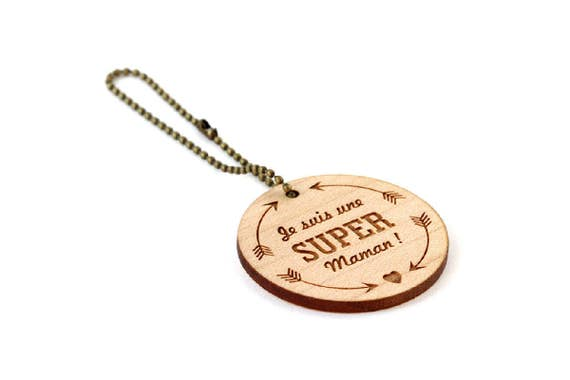 """Keychain """"I'm a super mum"""" - lasercut maple wood - round wooden keyring with message - graphic accessory - mother - gift"""