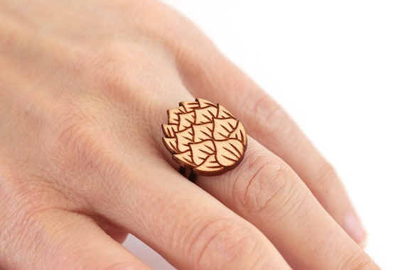 Hop flower ring made of lasercut maple wood - graphic jewelry for beer lover or brewer - zythology original gift for hedonist