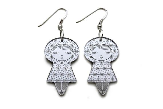 Asanoha doll earrings - graphic kokeshi earrings - cute matriochka jewelry - lasercut acrylic mirror - sterling silver hooks