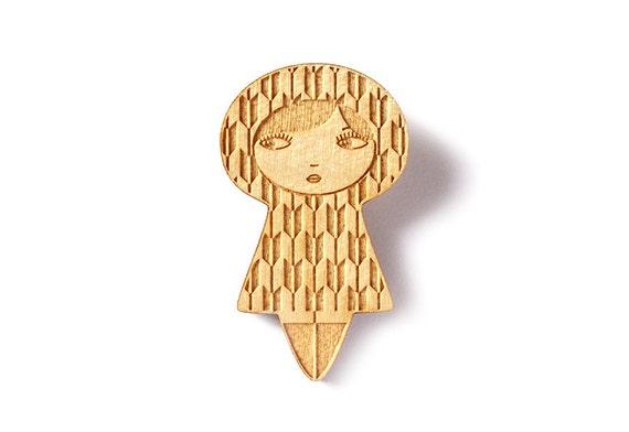 Wooden doll brooch with traditional Japanese arrow pattern Yagasuri - kawaii kokeshi pin - matriochka accessory - lasercut maple wood