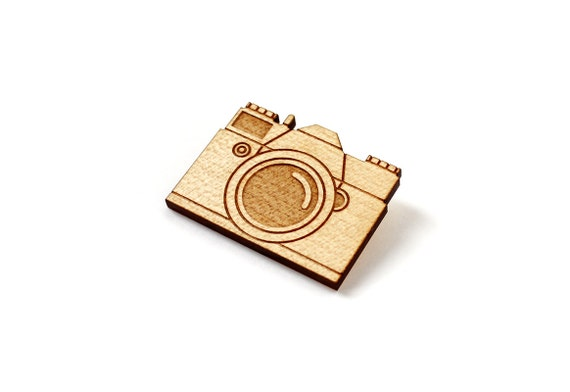 Vintage camera brooch - lasercut maple wood - vintage technology jewelry - graphic retro jewellery - photographer gift