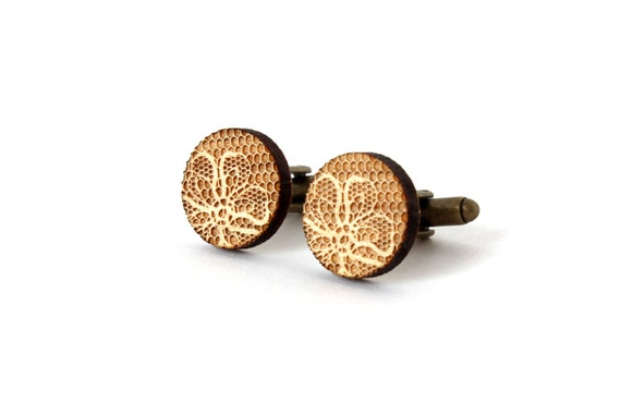 Round cufflinks with lace pattern - retro wedding accessory - graphic men jewelry - groom - bestman - lasercut  maple wood