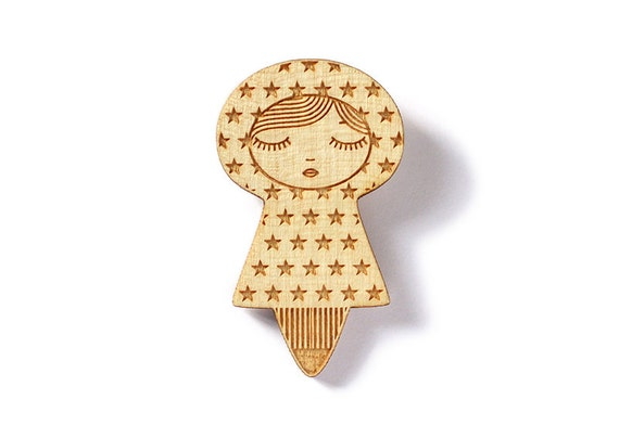 Wooden doll brooch with stars - cute matryoshka pin - kawaii kokeshi jewelry - poetic graphic illustrated jewellery - lasercut maple wood