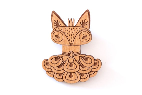 Queen fox brooch in lasercut wood - animal pin with gift - elegant and original statement accessory