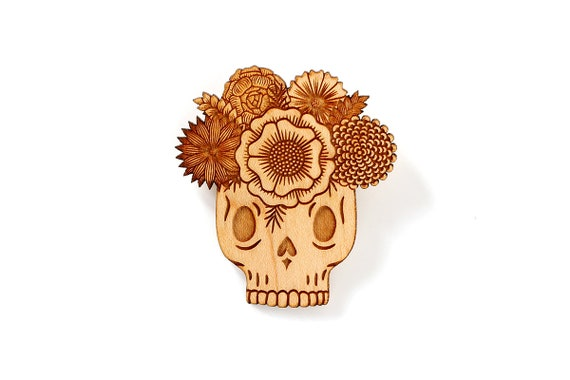 Vanitas brooch in lasercut wood - mexican sugar skull - calavera pin with flowers - dia de los muertos jewelry - catrina gift - Vanitas