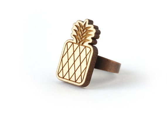 Pineapple ring - graphic retro kitsch wooden ring - fruit jewelry - lasercut maple wood - vintage spirit tropical jewelry