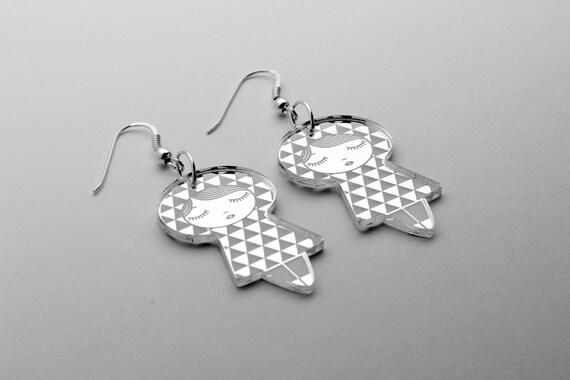 Uroko doll earrings - triangle dolls earrings - matriochka jewelry - kokeshi jewellery - sterling silver findings - lasercut mirror acrylic
