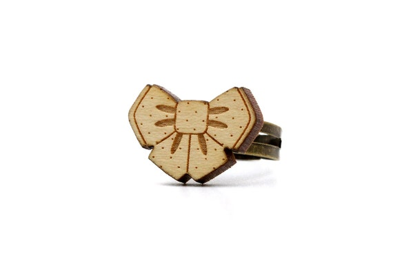 Bowtie ring - maple wood - lasercutting - cute bow-tie ring - kawaii bow tie ring - lasercut - graphic jewelry - jewellery - adjustable ring