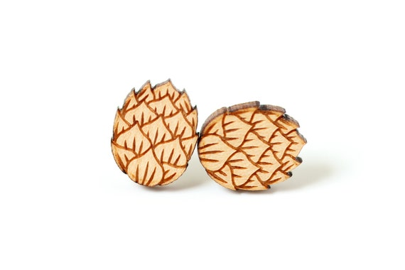 Hop flower stud earrings made of lasercut maple wood - graphic jewelry for beer lover or brewer - zythology - original gift for her