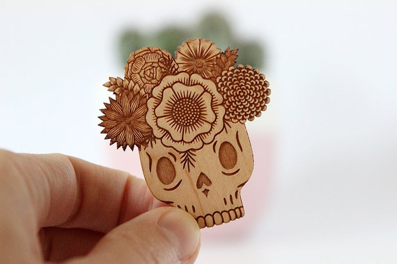Vanitas brooch - mexican sugar skull - calavera pin with flowers - dia de los muertos jewelry - catrina jewellery - lasercut wood