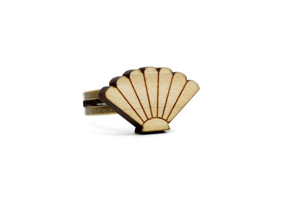 Seashell ring - scallop ring - beach jewelry - nautical - sealife - lasercut maple wood - kitsch graphic jewelry - adjustable ring - OSFA