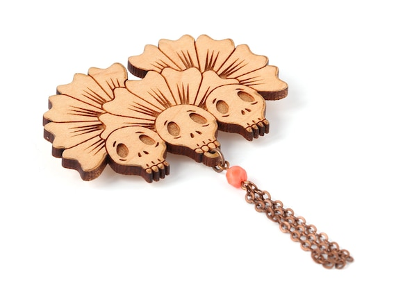 Three skulls brooch with flowers in lasercut wood - witch accessory - witchcraft - wooden gothic pin - goth - halloween jewelry - Vanitas
