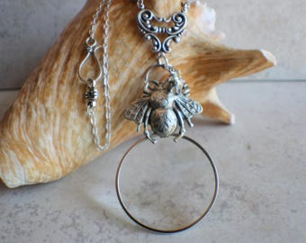Magnifying Glass Necklace, Magnifying Glass Pendant, Bumble bee Pendant, Monocle Pendant, Bumble bee Necklace, Magnifier, Magnifying Loupe