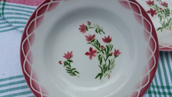 Rare paire de fabuleux Antique Français-Design Art déco Digoin Sarreguemines AUDE profond rose Floral pâtes / salade plats