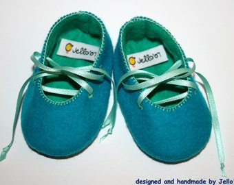 Jello'07 felt baby shoes