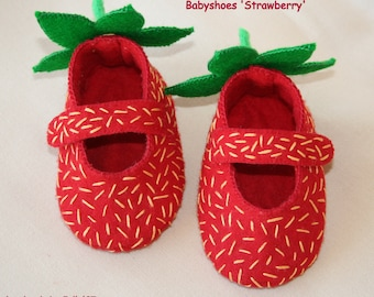 Jello'07 felt baby shoes Strawberry