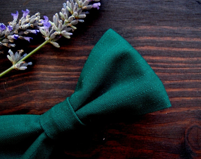 Emerald Green Bow ties for men, tuxedo mens bow tie for groomsmen, groom or ringbearer, trendy classic wedding bowtie, men gift ideas