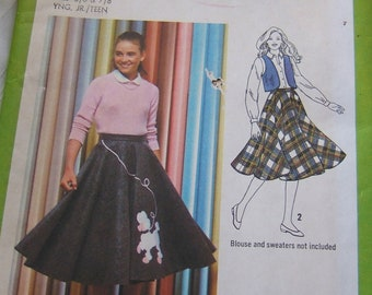 SALE  Simplicity 9154  A real live poodle skirt, never used from 1979