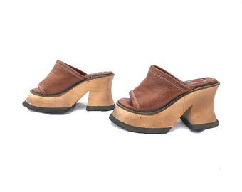 4b0f037dde14 Vintage 90 s Platform Shoes London Underground Leather Women s Shoes 6  Leather and Chunky Wood Heels Grunge Hippie Boho