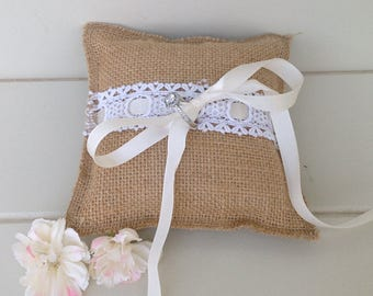 Hessian and lace ring bearer's pillow