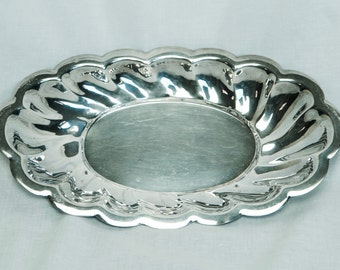 Vintage silver plate bowl...Chester bowl...fluted bowl...scalloped oval bowl…silver plate bread bowl.