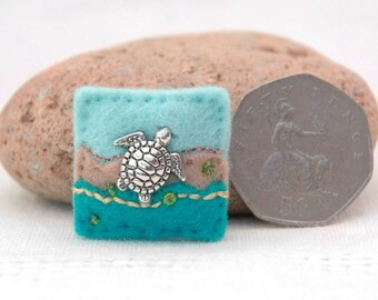 turtle brooch, little silver turtle badge, blue felt turtle pin, mini brooches, seaside jewellery, holiday accessories, ocean themed gifts