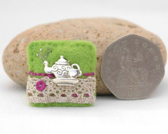 tea time brooch, mini teapot brooch, gift for tea lover, love a cuppa, tea related gifts, green felt badge, hand sewn brooch, time for tea