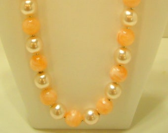 """Vintage 19"""" Faux Pearl & Swirly Peach Beaded Necklace (4205) 13mm"""