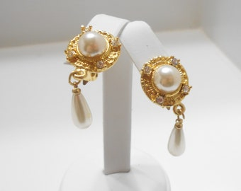 Vintage Gold Tone Faux Pearl Dangle Clip Earrings (7290) Clear Rhinestones