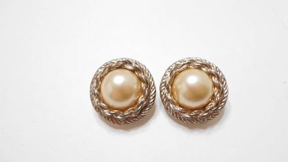 Vintage Jewelry Premier,USA Encircled Pearl Gold Statement Earrings Clip On Earrings Vintage Earrings Pearl Earrings
